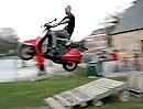 Motorroller Crash - geile Flugkurve und finaler Einschlag