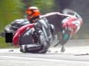Motorroller Crash: Streift das Plastik am Asphalt, wird der Scooter meist nicht alt!