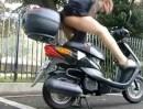 Scooter Workout. Short Kick macht fit - Mitmachen - geht auch mit Motorrad