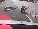 Motorroller Crash: Blitzartig die Spur gewechselt, Abflug und Hose verloren