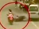 Motorroller Unfall: Kuck nicht nach den Weibern, geht auf die Knochen