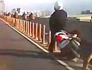 Motorroller wechselt Fahrstreifen und Crash. Was hat der sich gedacht?