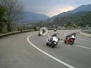 Motorroller Yamaha TMax tunnelt aussen rum - DAS geht ans Ego ;-)