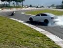 MV Agusta F3 vs Mercedes C63 spielen miteinander