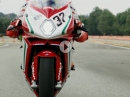 MV Agusta F4 RC vs Leon Camier - Traumbike Testride