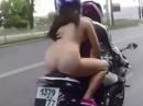 Nackt in Russland (Oryol), ABER mit Helm - die traut sich was - in Russland!!!