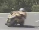Nackter Motorradfahrer: Nackte Haut ist ja auch Leder - und färbt sich bei Bodenkontakt rot