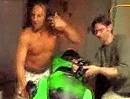 Ninjaaaa, Ninjaaa. Kawasaki-Fahrer auf Ecstasy - die Kolben glühen, die Birne weich.