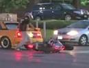 Oberpeinlichlicher Motorradunfall: Beim Stoppie in einen Toyota MR2 eingeschlagen - Depp