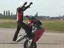 Geil: ohne Gabel, Vorderrad und freihändig!!! Stuntrider Zoltan Angyal