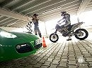 Parkhauschallenge: Porsche Cayman S vs. KTM 690er vs. Suzuki Swift