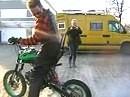 Pitbike Burnout - Crazy Rob burnt bis der Reifen platzt