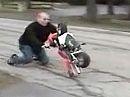 Pocketbike Wheelie Crash - keine Leistung ist kein Sturzverhinderer