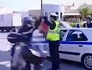 Polizeikontrolle: Anhalten oder Abklatschen?! Das ist hier die Frage
