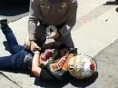 Polizeikontrolle auf die extrem rauhe Art: Umgefahen, Crash, Festnahme
