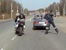 Polizeikontrolle auf russisch: Auf die Schnelle, hau ich mit Winkerkelle