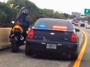 Polizeikontrolle der ganz groben Art - bis der Biker abhaut