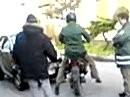 Polizeikontrolle: Motorroller sauber von Polizist zerlegt und entsorgt *rofl*