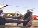 Polizeikontrolle vs. Raser Roadrage: Umgefahren, Fußtritt, Verhaftung