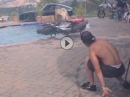Pool Burnout Wheelie - Wasser im Vergaser, Benzin im Pool