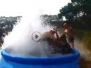 Poolparty: Wasser Burnout bis zur Undichtigkeit