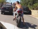 Poser Ducati 1199 Panigale gibt den Drift Poser