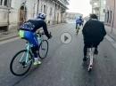 Priester vs. Rennrad - Platz! Ich muss zur Messe *lol*