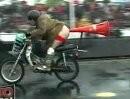 Noch einer: Motorrad Stunts vom Feinsten *lol* Purple Helmets - absolut durchgeknallt !