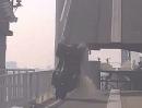 Quad auf Klappbrücke Van Brienenoordbrug - das 'Ende' ist abzusehen