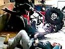 Quad Wheelie Crash oder: Die Garage ist zu klein