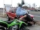 Quadunfall. Wheelie, Stoppie und halber Rittberger. Fragwürdige Ausführung