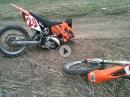 Rahmenbruch, Crash: KTM zerlegt sich nach Sprung in zwei Teile