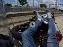 "Rechtsabbieger: Crash. Auto räumt Motorradfahrer ab, Fahrer ok, aber stinkig ""What the fuck!"""