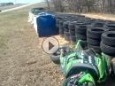 Rennstrecken Crash: Boxenausfahrt, gepennt, quer über die Strecke - lebensgefährlich