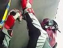 Rennstrecken Motorrad Crash: Vorderrad weggeklappt - Abflug, Tschüss