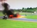 Rennunfall Oulton Park 14 Walker stürzt Motorrad brennt ab!