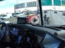 RESPEKT: LKW-Fahrer hilft Bikerin bei einer Panne über die Autobahn - TOP Mann!
