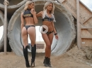 Rockstar Motocross Pin-Up - Zweimal Beine bis zum Himmel