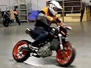 Rok Bagoros Stuntrider holt seine KTM in Mattighofen ab