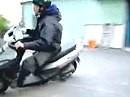 Roller Drifter aus Japan - steht der Roller erstmal quer ist das driften nicht mher schwer