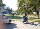Rollerfahrer vs Polizei in Russland ... und tschüssssss
