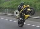 Sauber gezogenes Stand Up Motorrad Powerwheelie mit Yamaha YZF R1