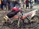 Schlammschlacht: Motocross Crash, Pannen und einsauen im Schlamm