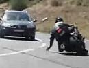 Schleift die Hand auf dem Asphalt, wird der Fahrer meist nicht alt!
