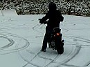 Driften im Schnee mit Roller Yamaha BWS