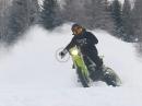 Schneetreiben: Supermoto Ice Track Drifting - so macht Winter Spaß