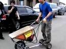 Schubkarre mit Moppet Motor. Ideal für den Häuslebauer. Schaffe, Schaffe ...