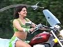 Schwert und Bauchtanz auf Motorrad - Amoura Belly wer auch immer das ist