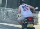 Scooter am Limit :-) ;-) Der soll gefälligst auf die Rennstrecke