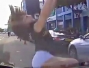 Scooter Crash: Fliegt der Scooter übers Dach, legt sich meist der Fahrer flach